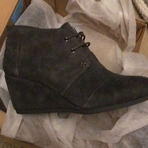 Tom's grey suede castlerock wedge shoes 8.5